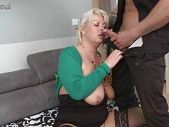 Porno video med en ung blondine sex med hot blond